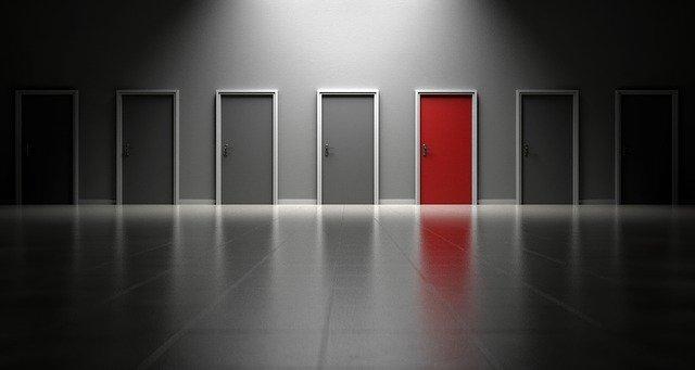 odlišné dveře